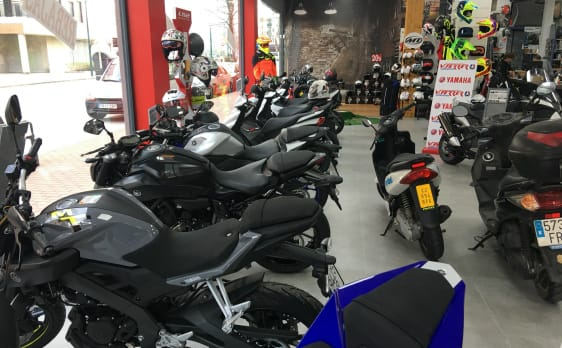 Exposición de motos Yamaha en VFerrer Gandía